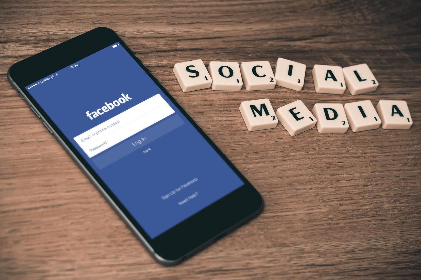 social media i facebook w e-commerce